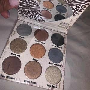 The Crown Glam Metals eyeshadow palette not used